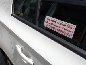 Désormais tous les affichettes doivent avoir disparu et les taxis être équipés.