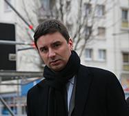 Laurent Grandguillaume, député de la Côte d'Or a été chargé par le Premier ministre de « rétablir au plus vite les conditions d'une concurrence loyale et équitable entre les taxis et les autres modes de transports publics de personnes ». Ayant assuré avec succès en 2013 une médiation dans le dossier dit des « poussins », relatif au cadrage du régime d'autoentrepreneur, il a été surnommé , par le Figaro, «le pompier de la République » .