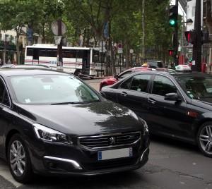 Révoltés par la persistence des comportements illégaux, les taxis ont annoncé des actions de contestation et de dissuasion.