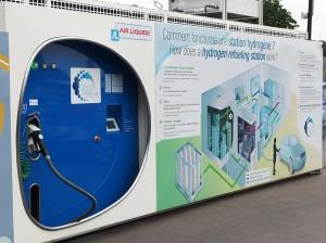 Station de recharge Hype installée au Pont de l'Alma - Paris.