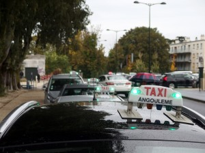 Avec la gare comme point de ralliement, les taxis angoumoisins se répartissent les courses au plus près des attentes de la clientèle.