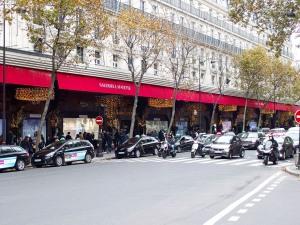 En attente de l'application de la réglementation du secteur, les taxis multiplient les initiatives commerciales et déploient leur présence sur la voie publique.