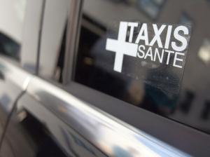 Cumulable avec une affiliation auprès d'une autre plate-forme de réservation dédiée, l'appartenance des chauffeurs au réseau Taxi+ Santé sera représentée par un simple logo.