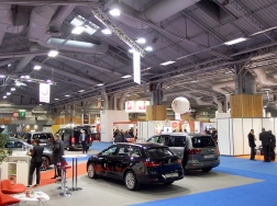 Les constructeurs avaient mis à l'honneur leurs gammes 5 et 8 places facilement adaptables aux exigences du service taxi.